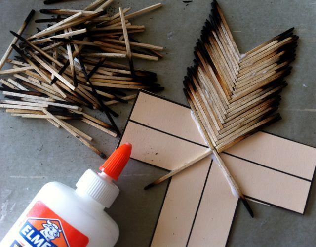 Z zapałek można zrobić np. krzyż.