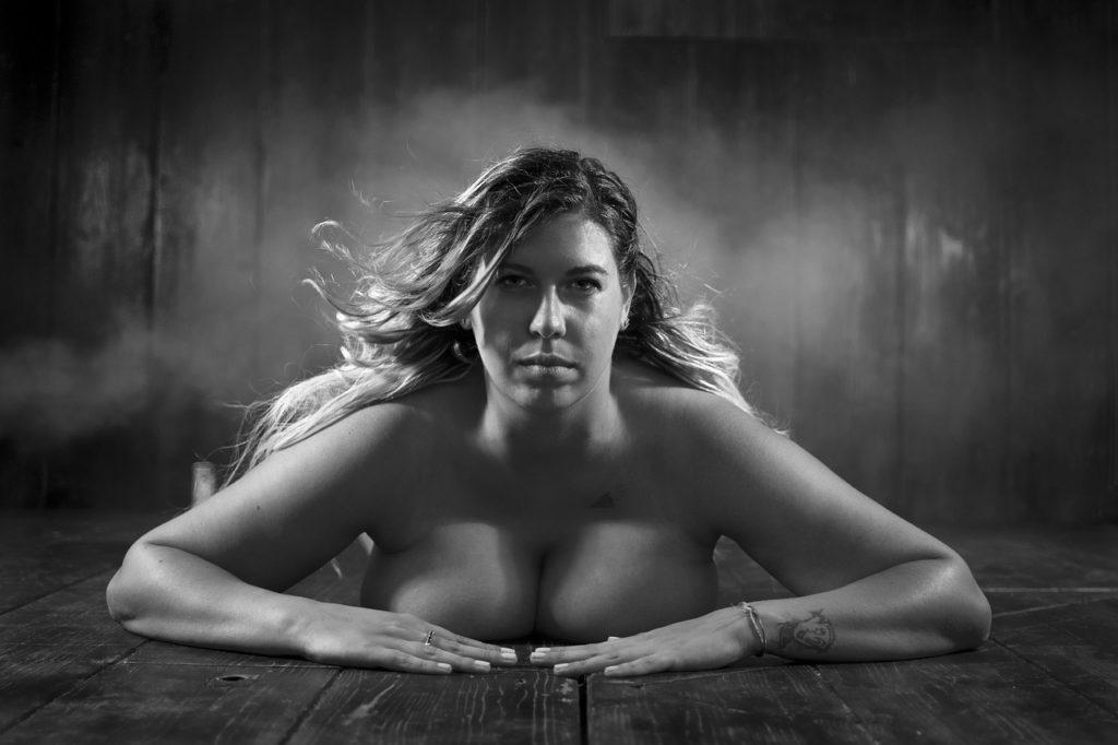 Na większe piersi powinno się regularnie ćwiczyć!